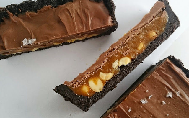 Caramel Tart with Peanuts