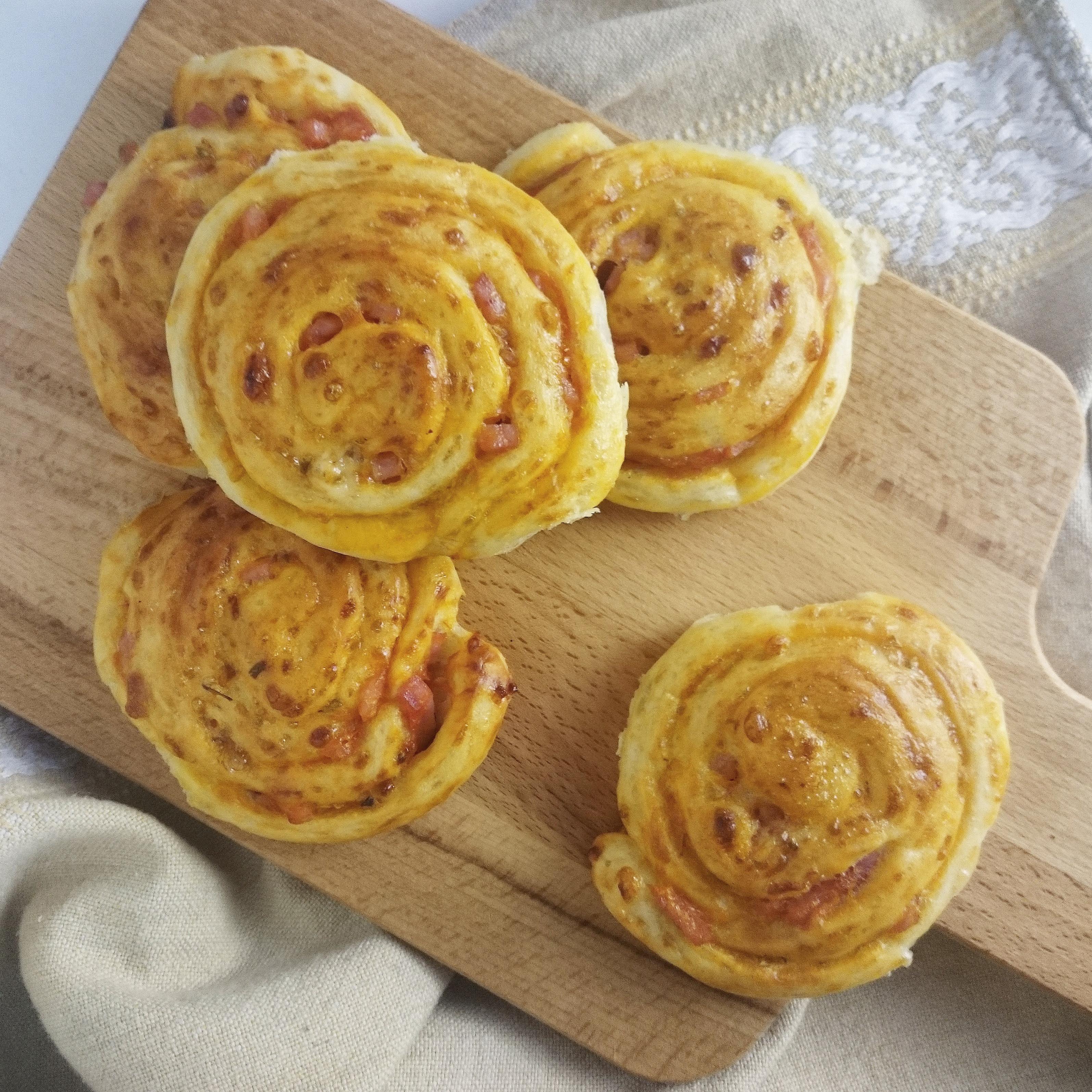 Cheesy Rolls with Ham