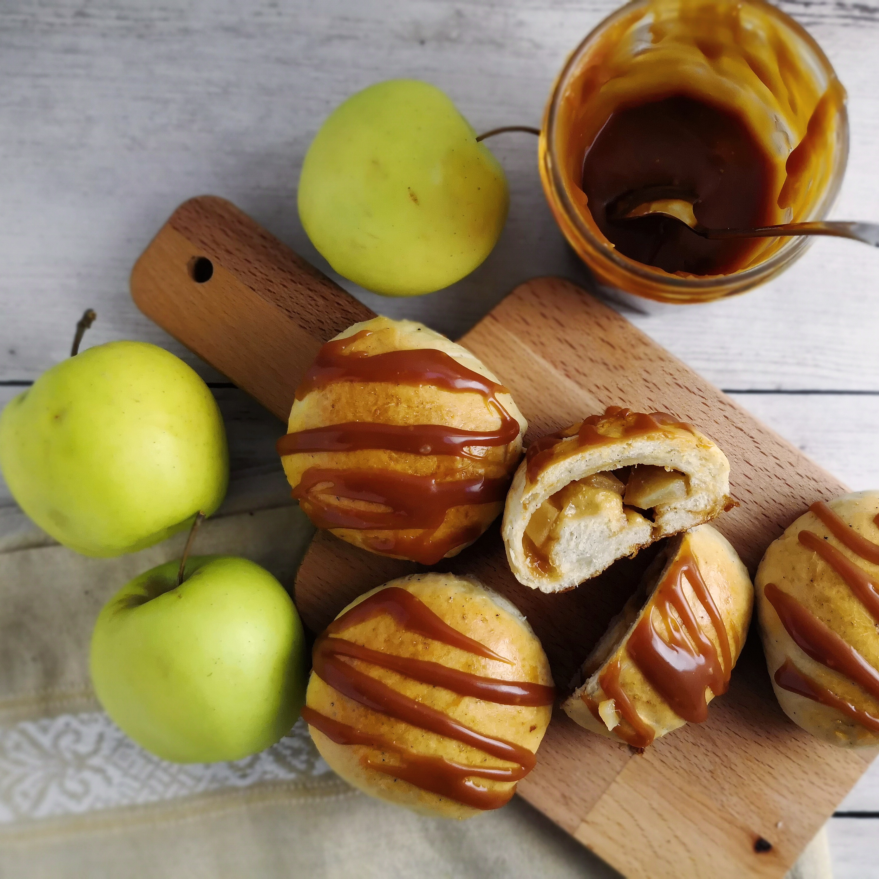 Shrovetide Buns with Apple and Caramel